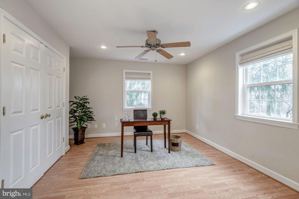 Bright Main Floor Space for Den or Office - 7313 PINE DR, ANNANDALE