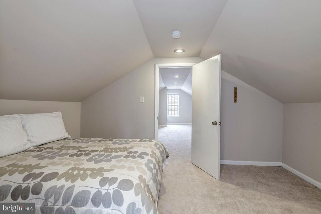 Third Floor Bedroom - 7313 PINE DR, ANNANDALE