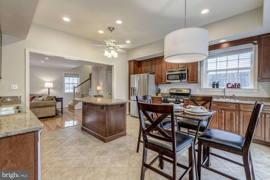 Full Eat-In Kitchen - 7313 PINE DR, ANNANDALE