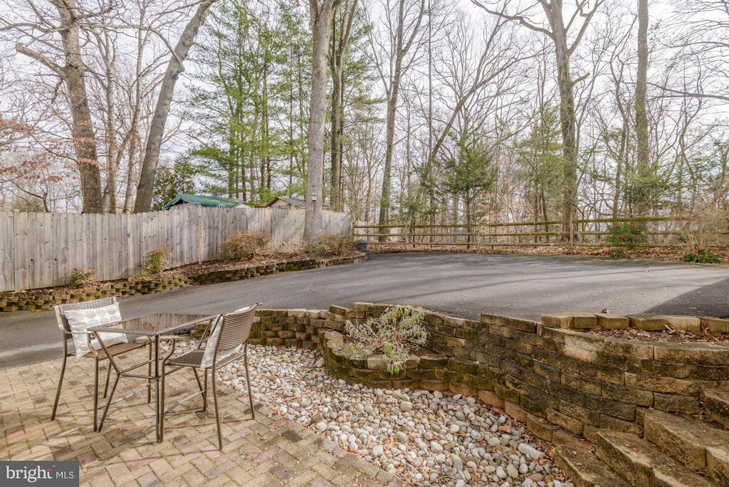 Charming Breakfast Patio off Kitchen - 7313 PINE DR, ANNANDALE