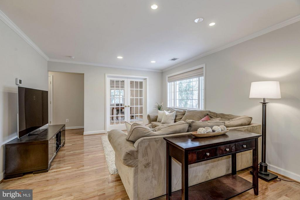 Spacious Living Room - 7313 PINE DR, ANNANDALE