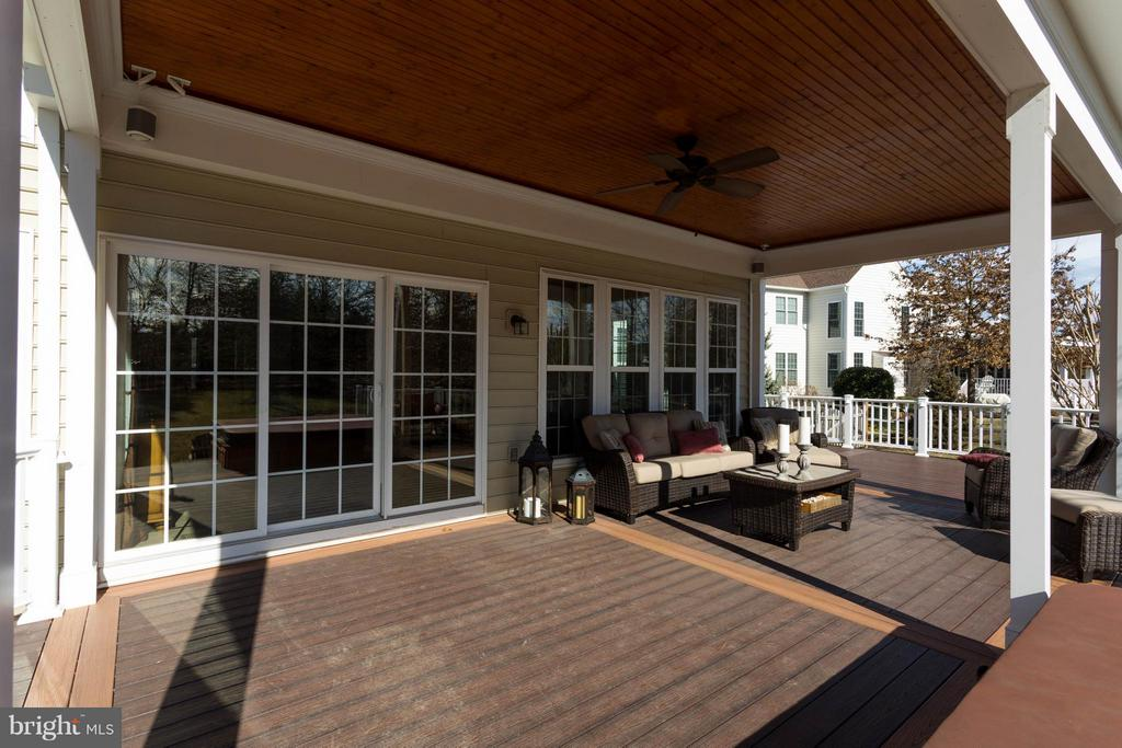 Covered Entry - 43723 WOODVILLE CT, CHANTILLY