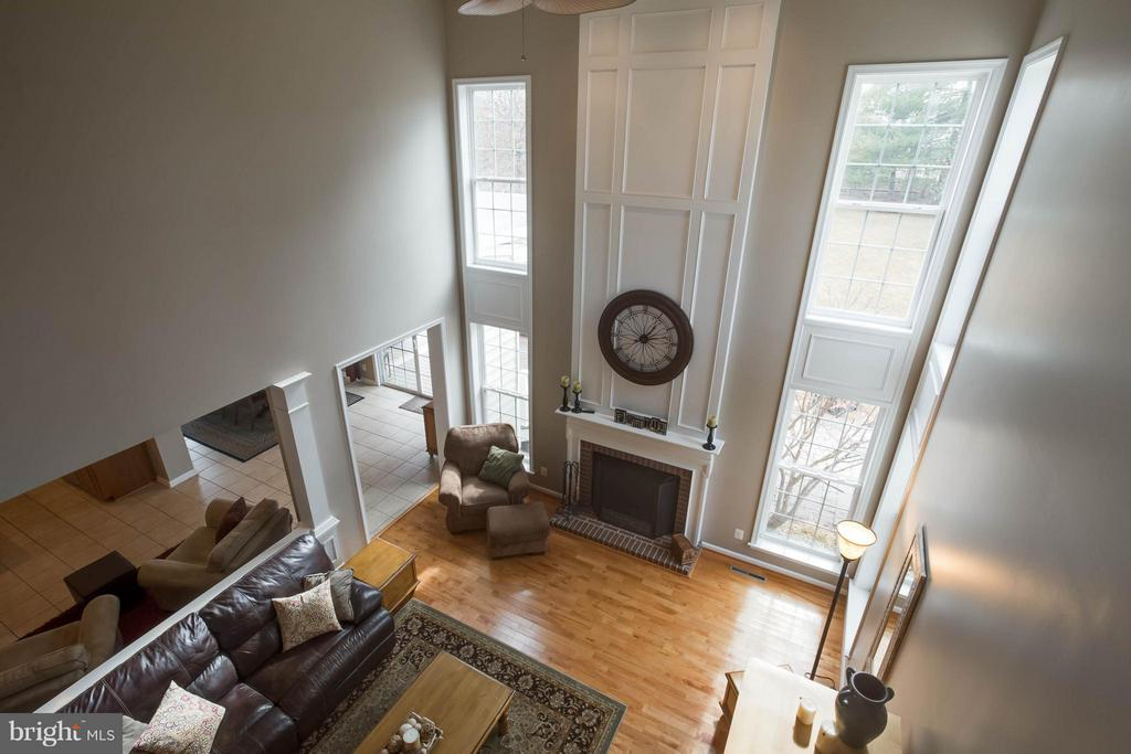2 Story Family Room - 43723 WOODVILLE CT, CHANTILLY