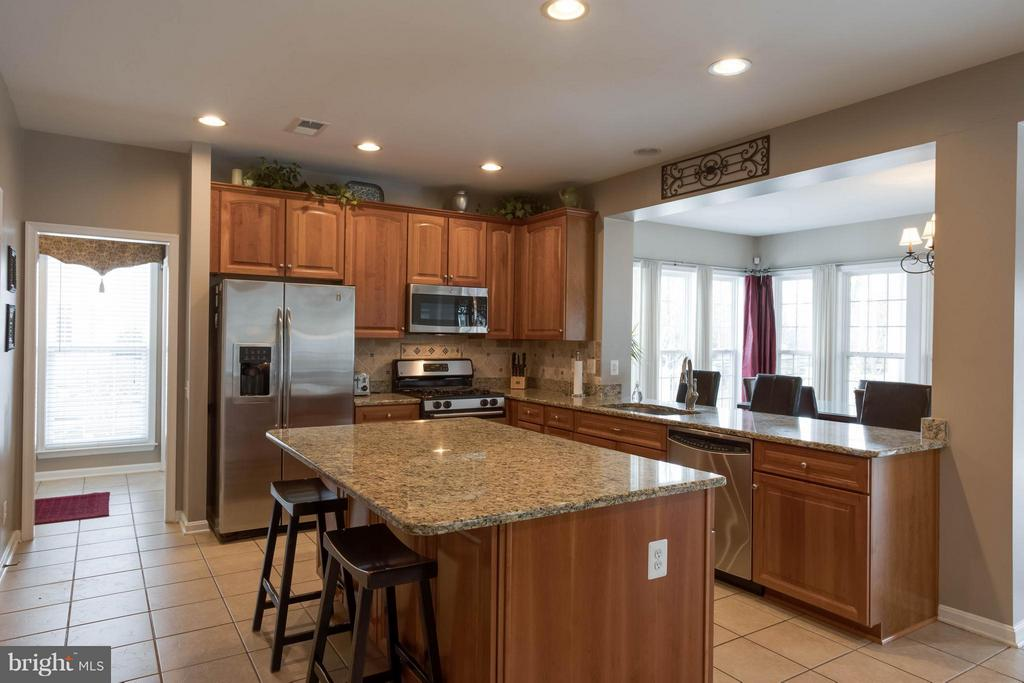 Kitchen - 43723 WOODVILLE CT, CHANTILLY