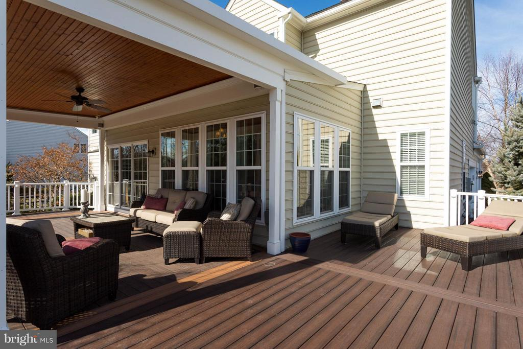Covered Deck and open Air - 43723 WOODVILLE CT, CHANTILLY