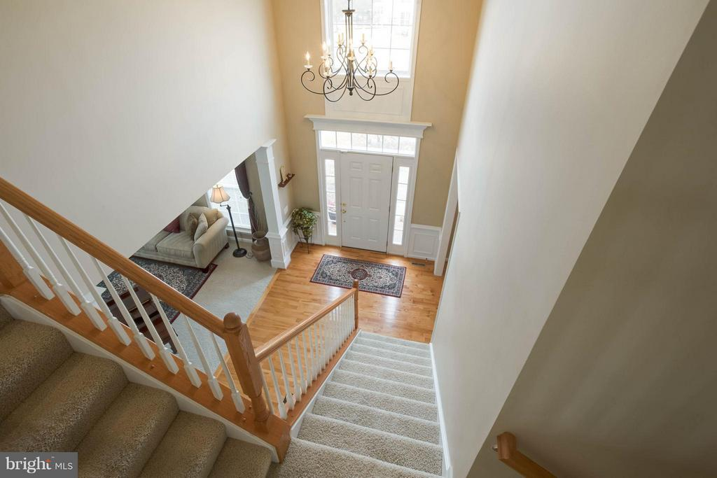 2 Story Foyer with dual entry stairs - 43723 WOODVILLE CT, CHANTILLY