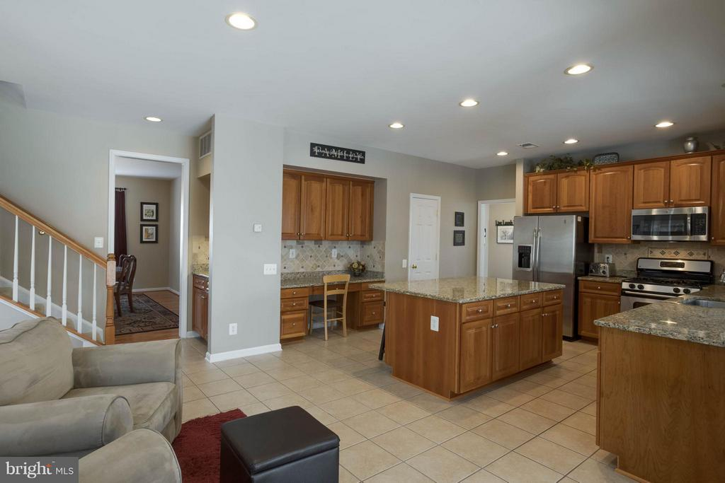 Open Floorplan and sitting areas - 43723 WOODVILLE CT, CHANTILLY