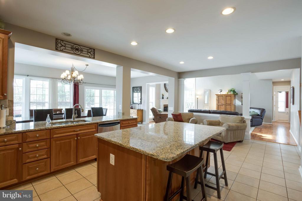 Kitchen - 43723 WOODVILLE CT, CHANTILLY