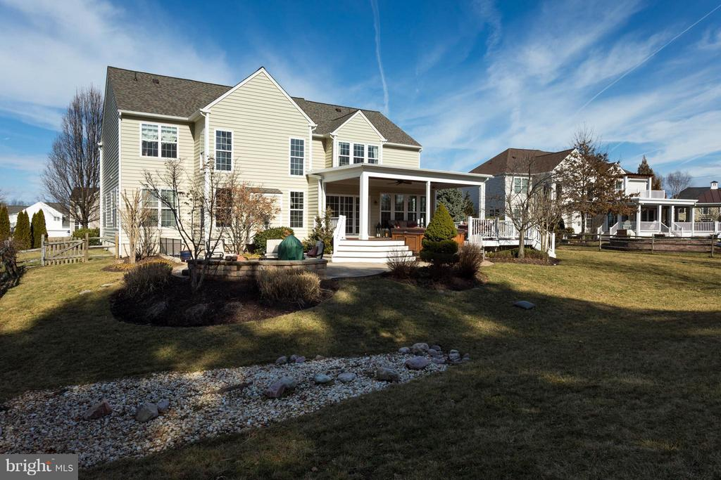 Fenced Yard - 43723 WOODVILLE CT, CHANTILLY