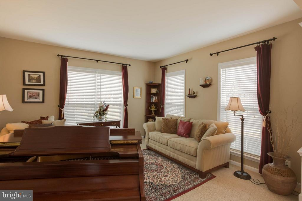 Living room off foyer - 43723 WOODVILLE CT, CHANTILLY