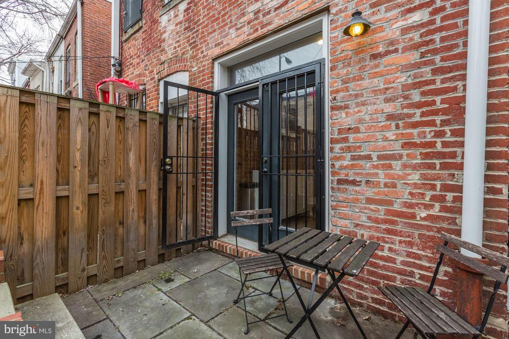 Private Slate Patio - 72 O ST NW, WASHINGTON