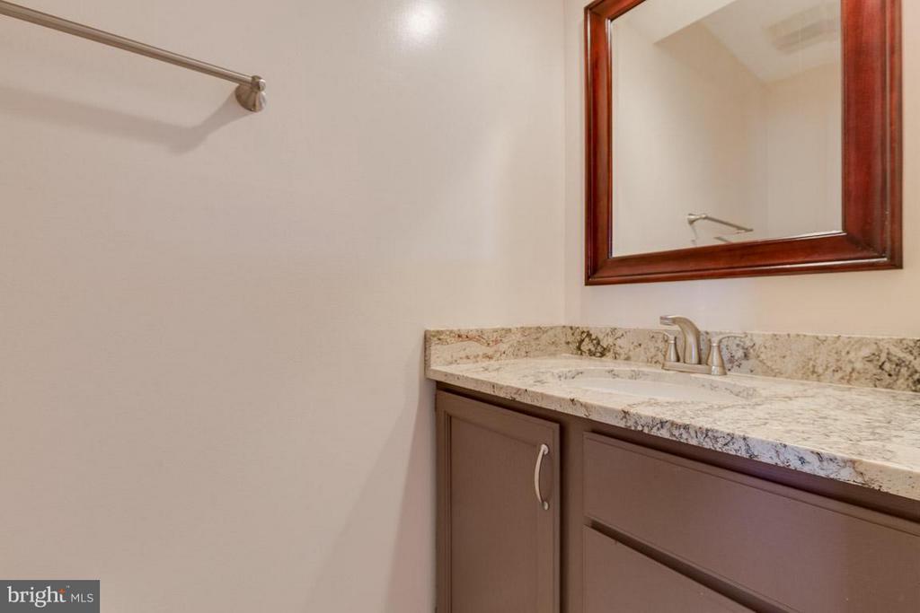 Bath - 116 COPPER CT, STERLING