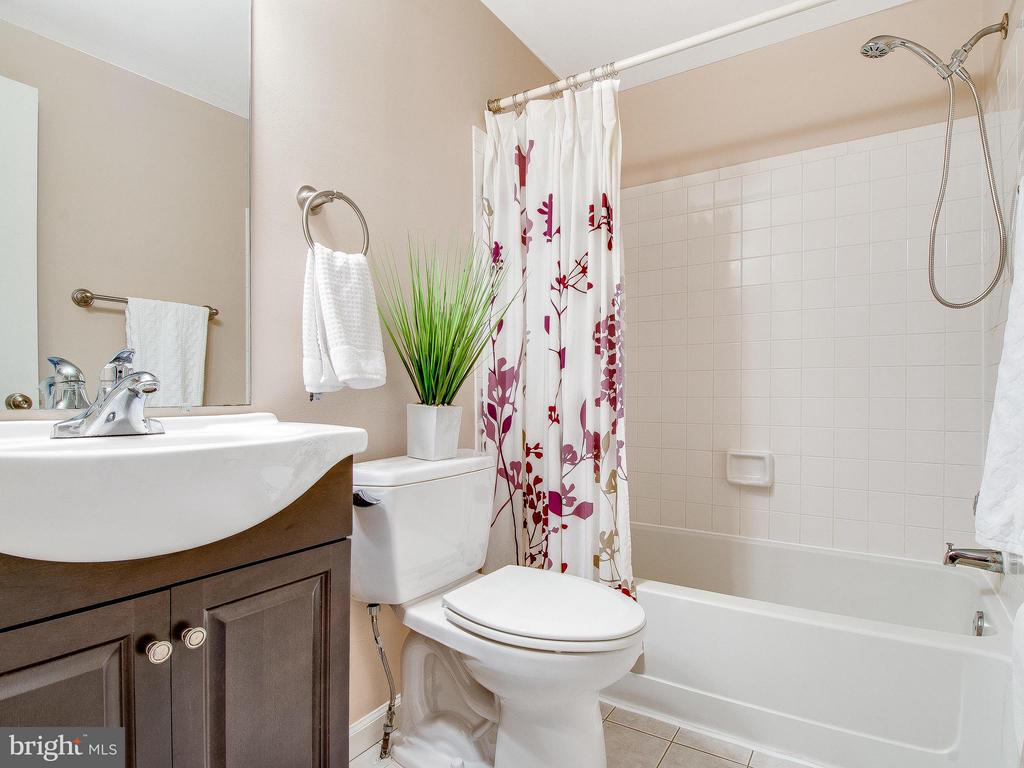 Beautiful Updated Vanity in Hall Bath - 6637 ROCKLEIGH WAY, ALEXANDRIA