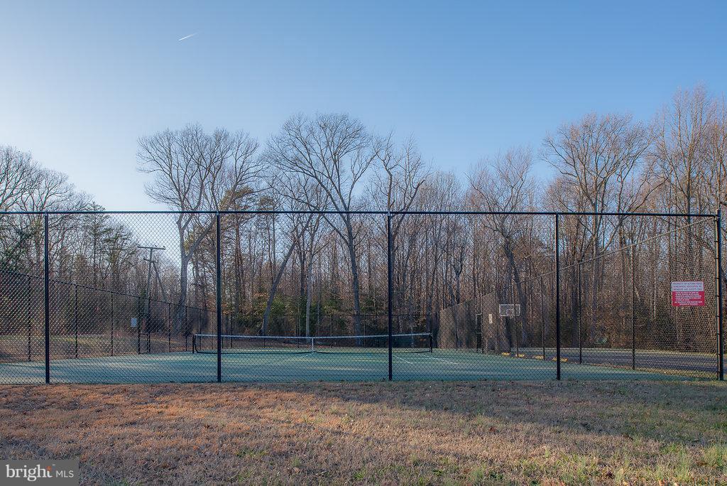 Community Tennis Courts - 7 BURNINGBUSH CT, STAFFORD