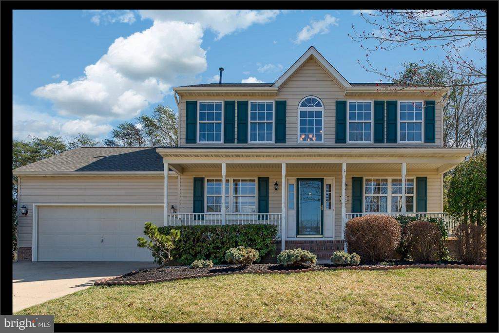 Spectacular Colonial w/front porch and NEW ROOF! - 7 BURNINGBUSH CT, STAFFORD