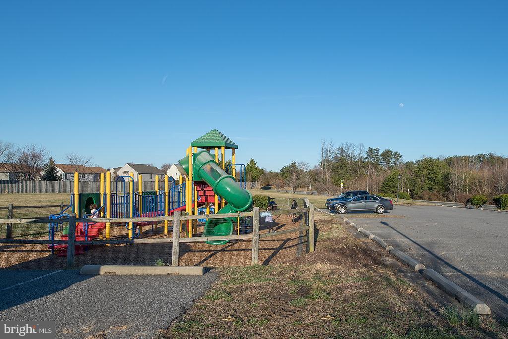 Community Tot Lot Playground - 7 BURNINGBUSH CT, STAFFORD