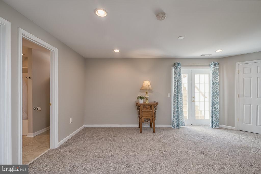Additional family room , great lighting! - 7 BURNINGBUSH CT, STAFFORD