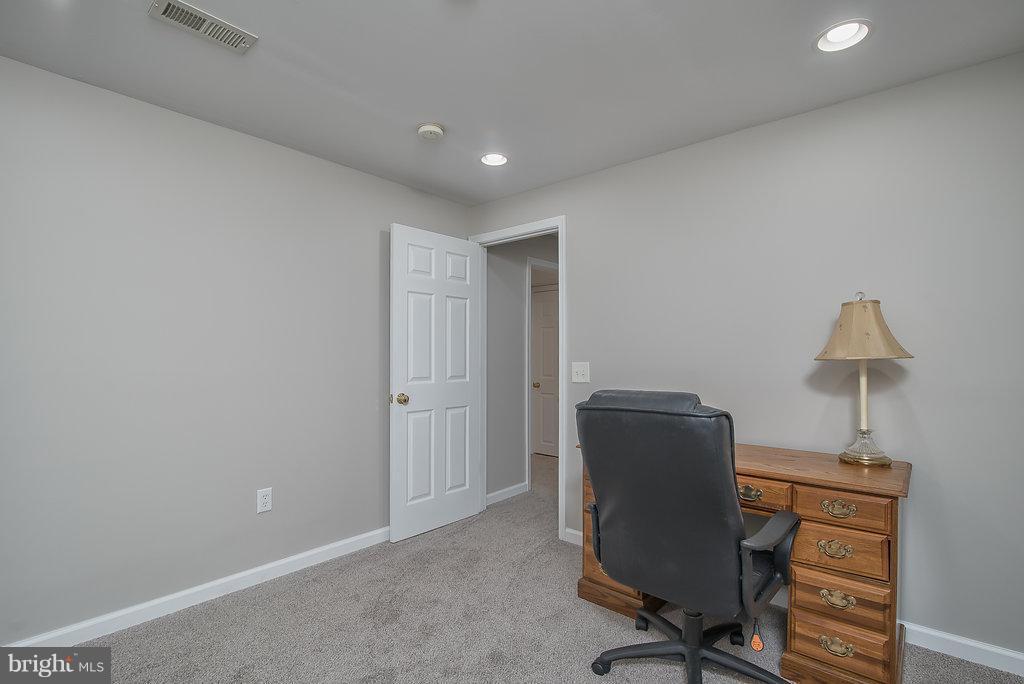 Den, office or optional 4th bedroom(not to code) - 7 BURNINGBUSH CT, STAFFORD