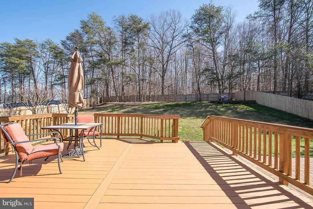 Recently stained 18x18 Deck - 7 BURNINGBUSH CT, STAFFORD