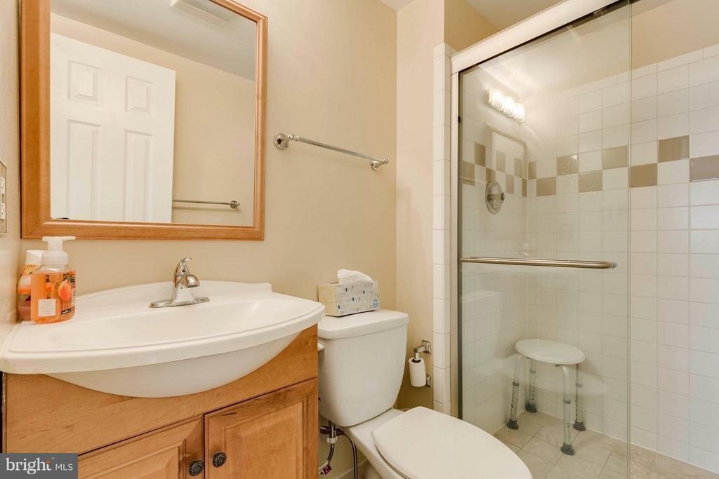 Bath - 7411 CALICO CT, SPRINGFIELD