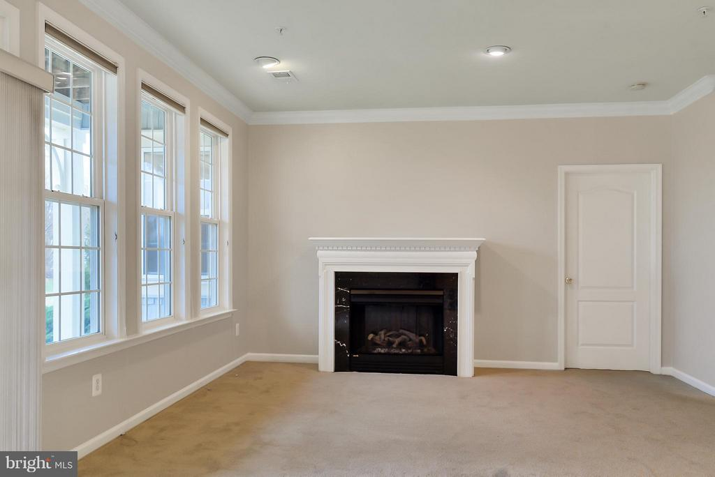 Living Room - 13967 GULLANE DR, WOODBRIDGE