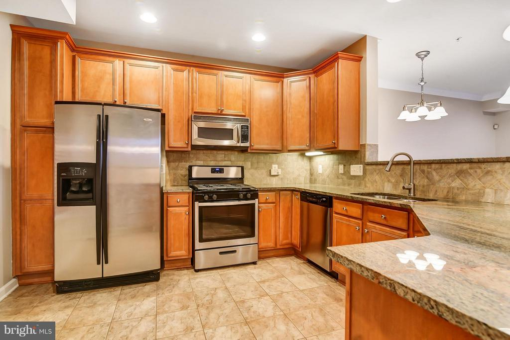 Kitchen - 13967 GULLANE DR, WOODBRIDGE