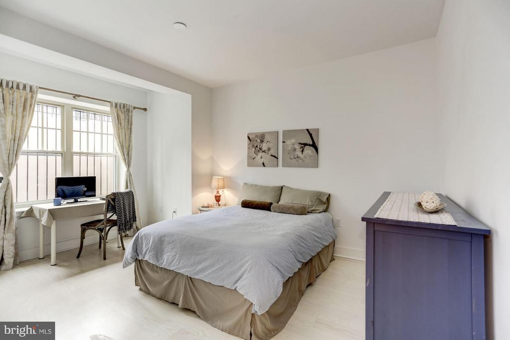 Ample Bedroom - 3606 ROCK CREEK CHURCH RD NW #101, WASHINGTON