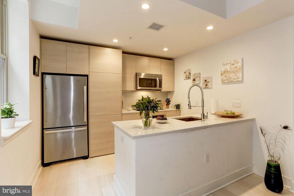 Kitchen with modern features - 3606 ROCK CREEK CHURCH RD NW #101, WASHINGTON
