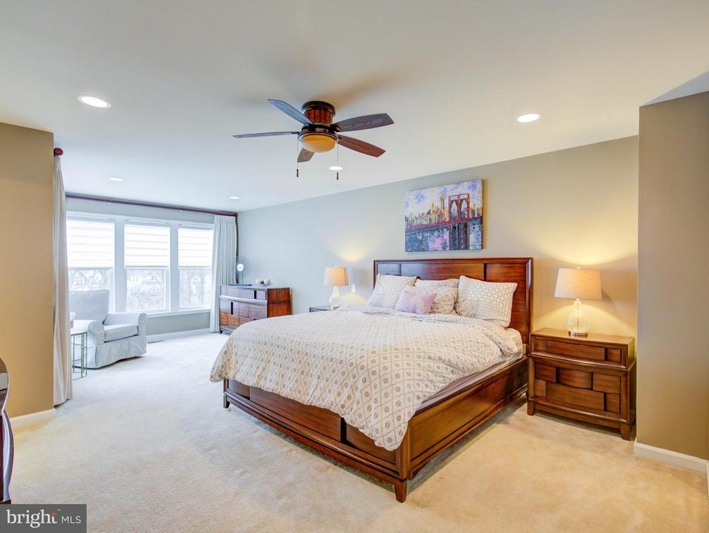 Bedroom with sitting area - 23572 BOCA FIELD TER, ASHBURN