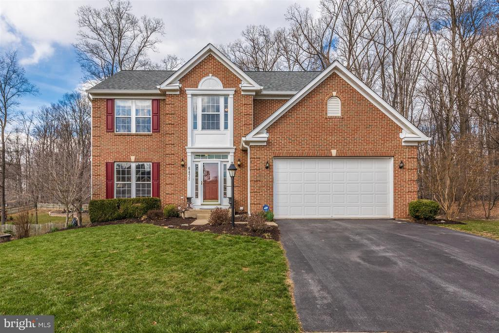 Beautiful brick front in a cul-de-sac - 6472 SADDLEBROOK LN, FREDERICK