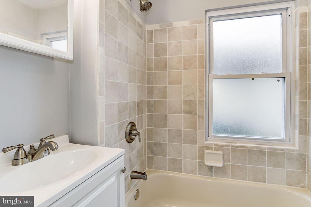 Bath - 1112 50TH ST NE, WASHINGTON