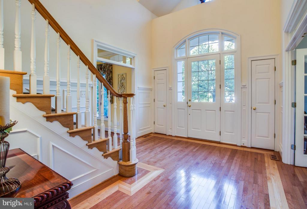 Impressive foyer w/closets on both sides of door. - 12707 WILLOW POINT DR, FREDERICKSBURG