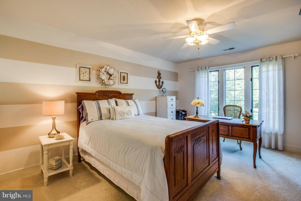 Cute bedroom with lots of space - 12707 WILLOW POINT DR, FREDERICKSBURG