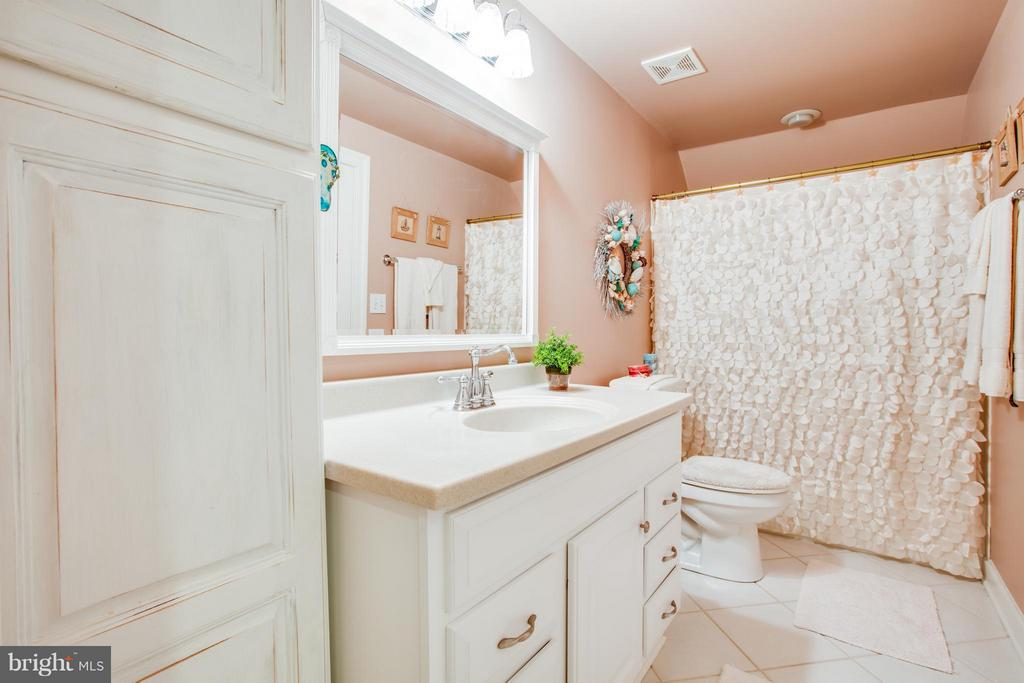 Large bath with plenty storage and lots of room - 12707 WILLOW POINT DR, FREDERICKSBURG