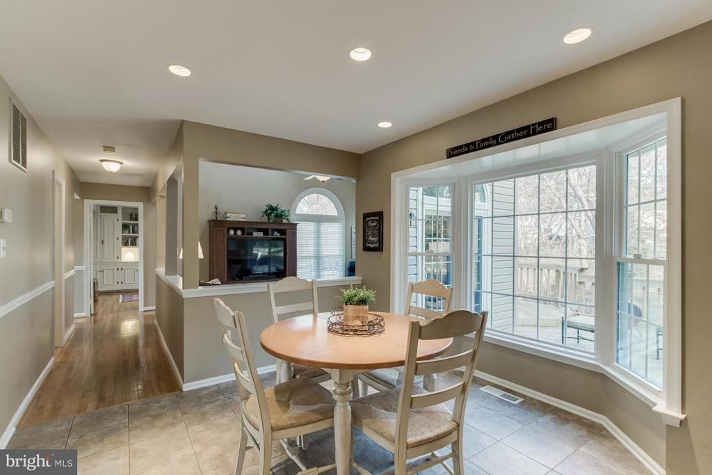 Breakfast Are with Bay Window - 12106 COURTNEY CT, HERNDON