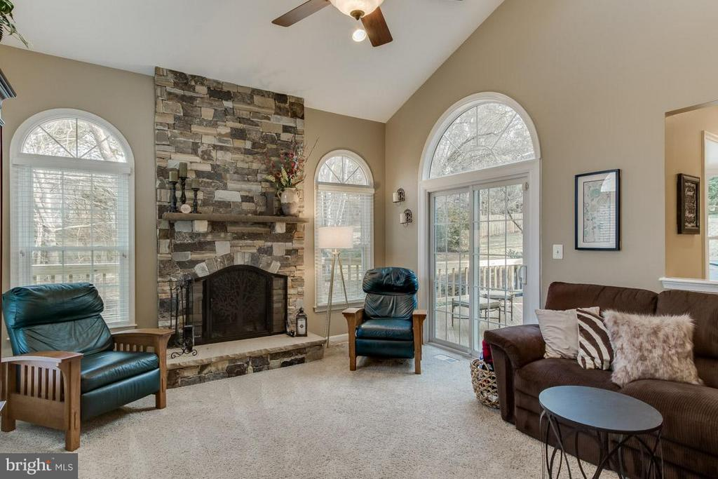 Custom Stone Fireplace - 12106 COURTNEY CT, HERNDON