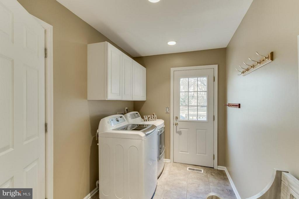 Mud Room off Kitchen - 12106 COURTNEY CT, HERNDON
