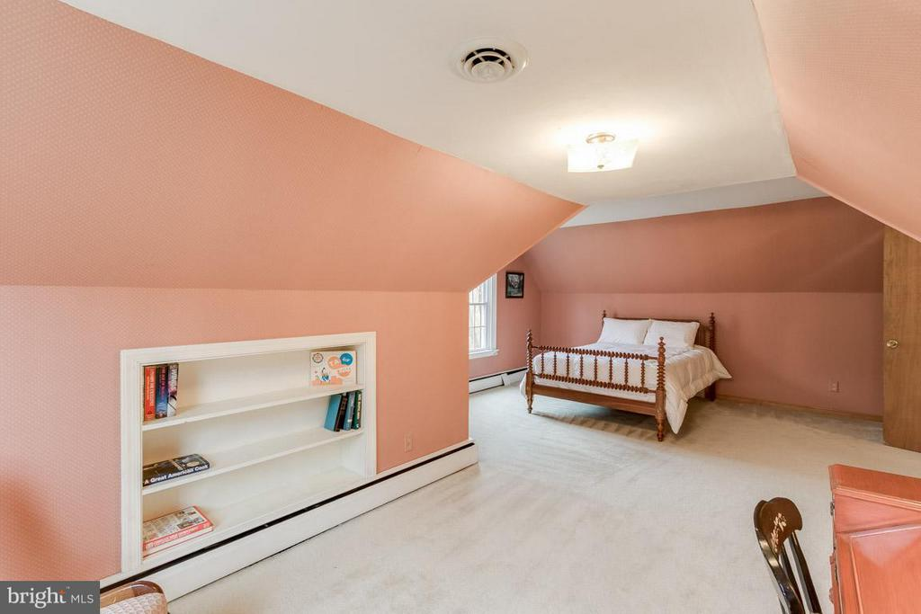 Third bedroom with large play/study area - 6505 WAVERLEY ST, ALEXANDRIA