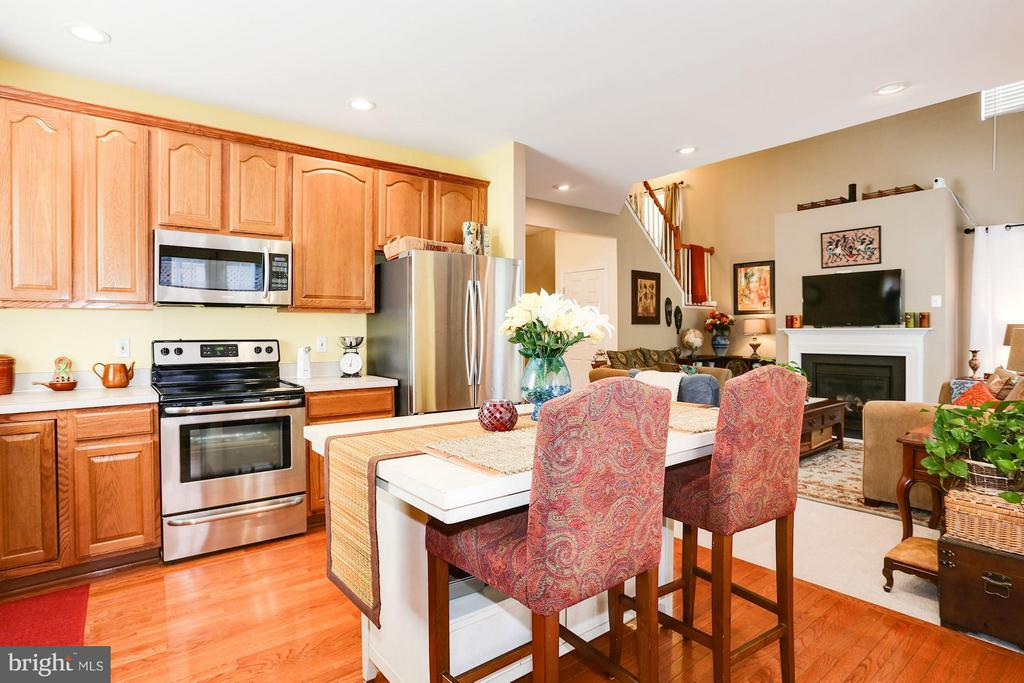 Lovely Kitchen wth Stainless Appliances - 7655 HENRY KNOX DR, LORTON