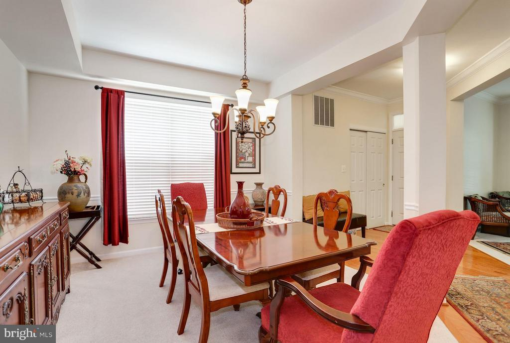 Dining Room with Tray Ceiling - 7655 HENRY KNOX DR, LORTON