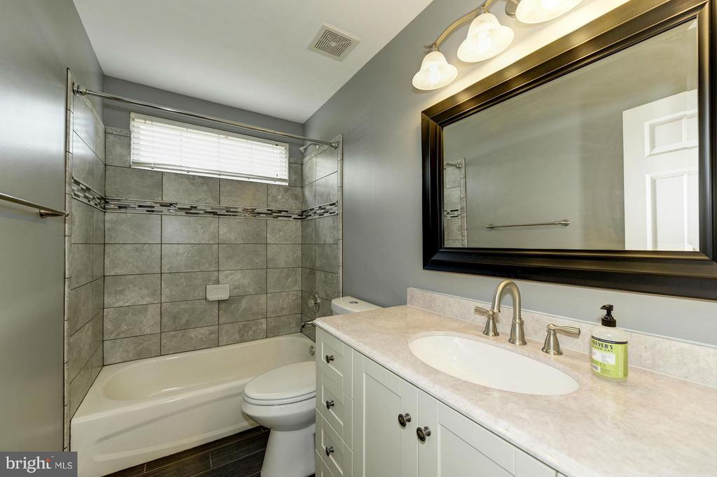 Beautifully Remodeled Upper Level 2nd Full Bath - 7655 HENRY KNOX DR, LORTON