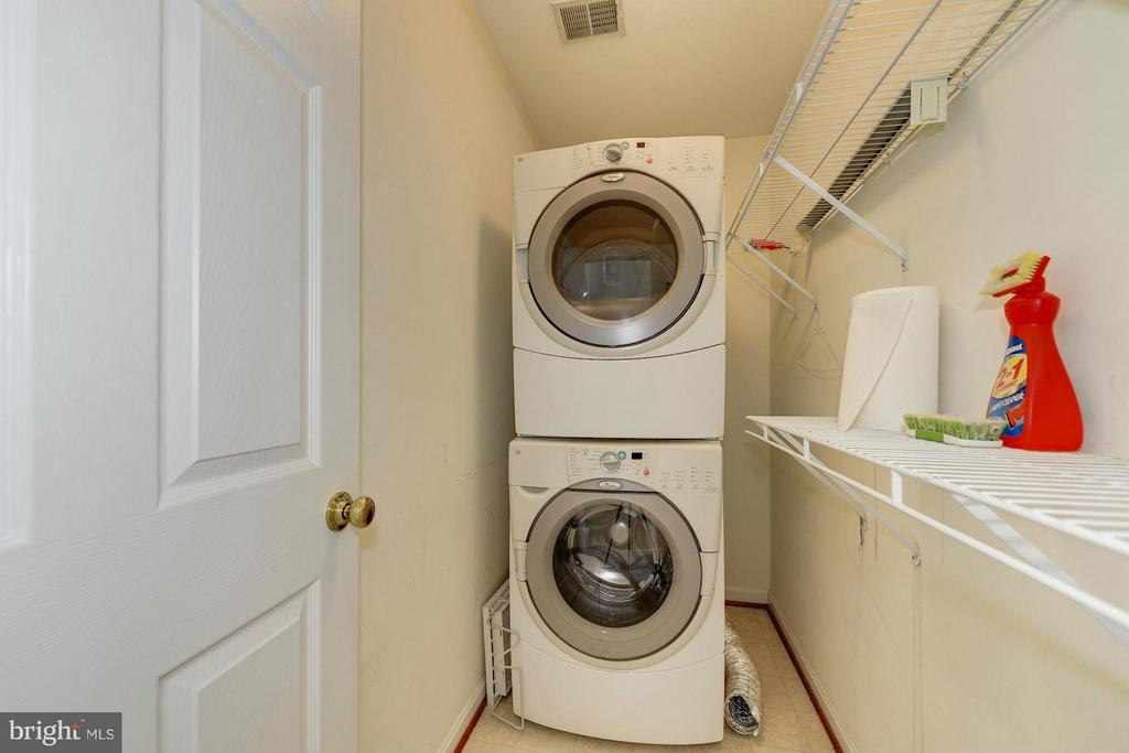 Upper Level Laundry with Full-Size Washer/Dryer - 7655 HENRY KNOX DR, LORTON