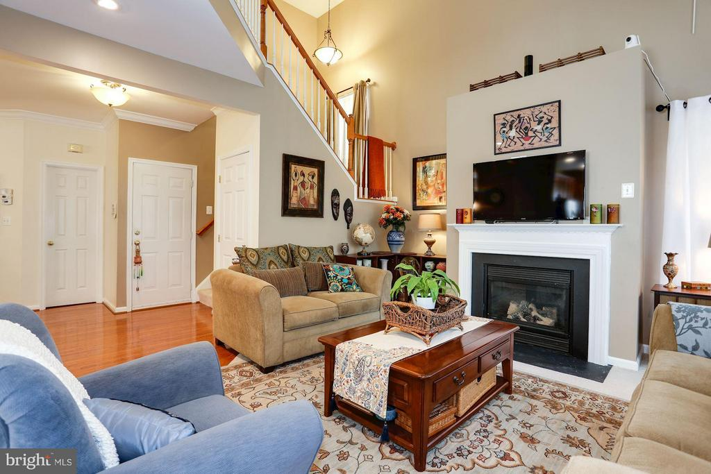 Bright & Sunny Great Room with Gas Fireplace - 7655 HENRY KNOX DR, LORTON