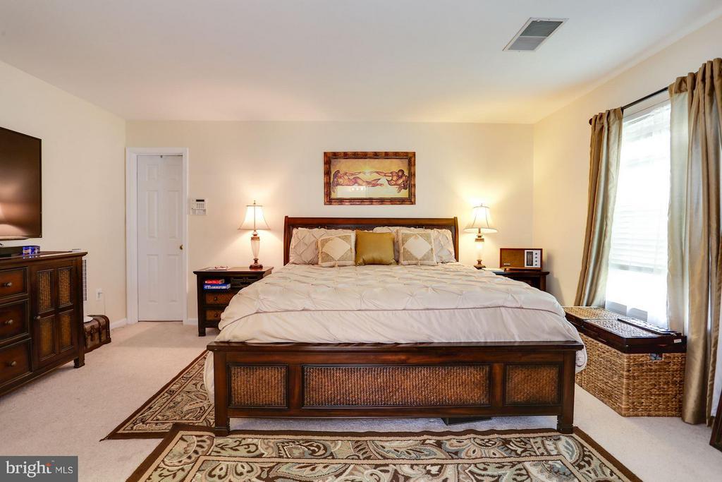 Large Master Bedroom - 7655 HENRY KNOX DR, LORTON