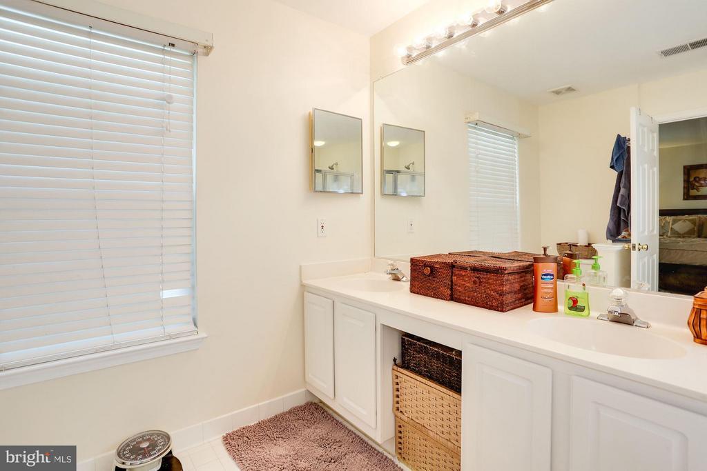 Master Bath with Dual Vanity - 7655 HENRY KNOX DR, LORTON