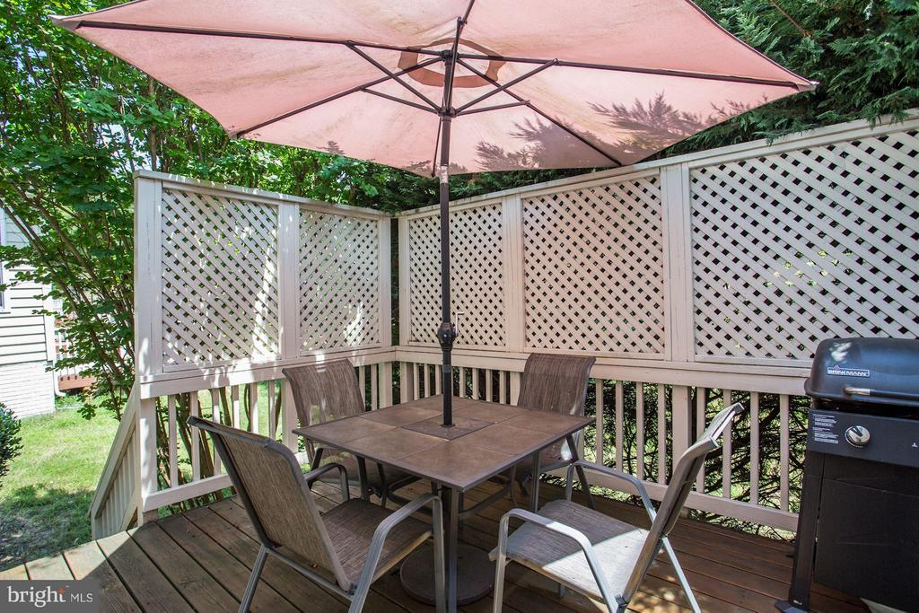 Deck with Stairs - 7655 HENRY KNOX DR, LORTON