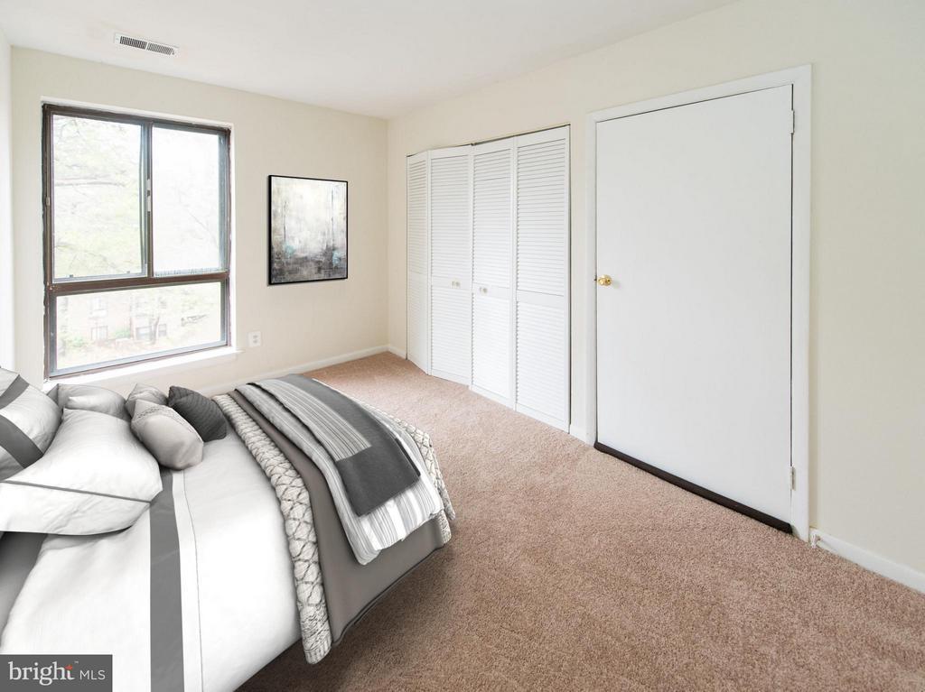 Spacious second bedroom - 11252 CHESTNUT GROVE SQ #346, RESTON