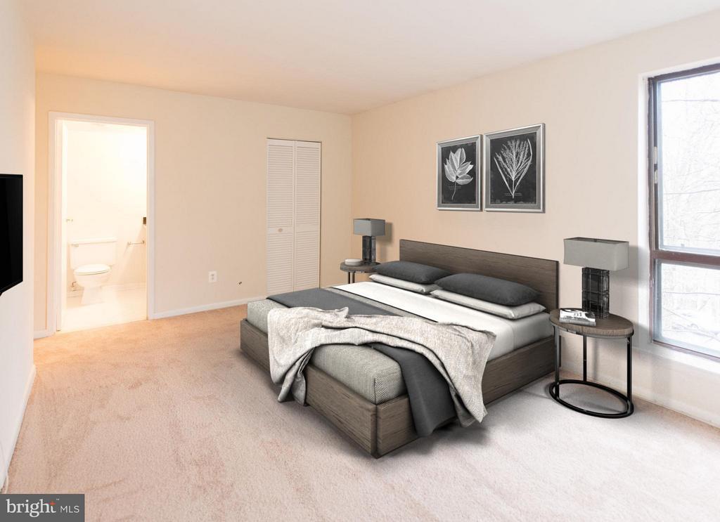 Master bedroom offers private bath - 11252 CHESTNUT GROVE SQ #346, RESTON