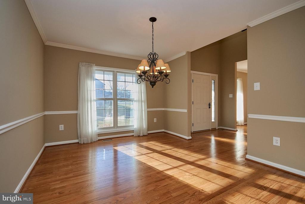Large separate dining room - 8397 CLEVELAND BAY CT, GAINESVILLE