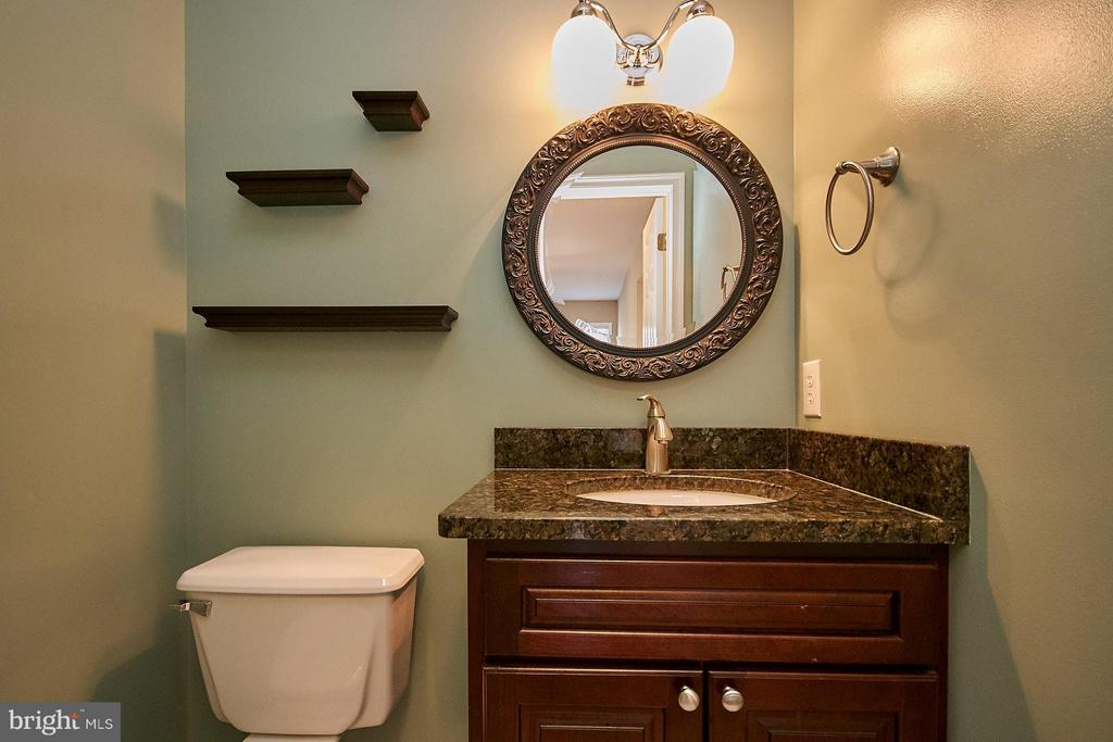 Updated  main level powder room - 8397 CLEVELAND BAY CT, GAINESVILLE